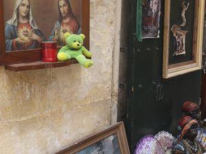 Au détour d'une rue (à Victoria) &#x3B; Jésus protecteur (à Mdina) &#x3B; pieuse brocante (à La Valette) &#x3B; adoration d'un saint (à Rabat).