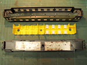 Installation de l'éclairage dans une voiture &quot&#x3B;Vincennes&quot&#x3B; Liliput.