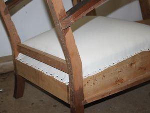 Toile blanche sur l'assise