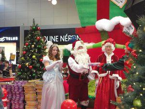 Arrivée du Père Noel au Carrefour de L'Estrie