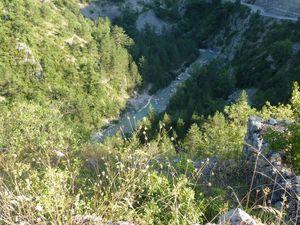Vue sur les sommets : le massif du Grand Barry, les rochers des Blaches &#x3B; et la vallée de la Roanne de l'autre !