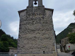 Le temple vu du village, du pont ou de l'autre côté de la Drome