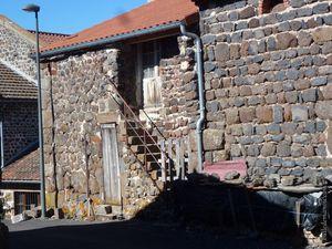 Des maisons en basalte...