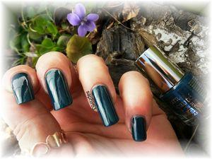 vernis semi permanent bleu pétrole - corporelle