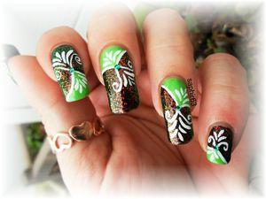 nail art sur le scandal noir et kleancolor chunky holo poppy