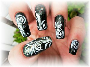 nail art rose peinture acrylique
