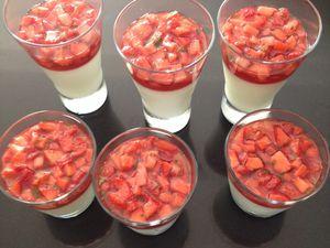 Panna cotta menthe, fraises et mangue au poivre noir