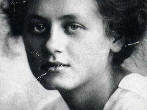Sur la photo, le portrait de Milena Jesenska, traductrice et amie de Kafka. Son nom nous reste probablement grâce à leur brève rencontre.