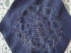 """Tout ces sashikos tirés du livre """"quilting with Japonese Fabrics"""" de Kitty Pippen. Ces hexagones prendront place dans le patchwork japonais que j'ai en projet, et qui figure sur ce même livre."""