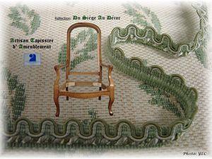 Fauteuil voltaire, couverture avec tissu client et galon Houlès