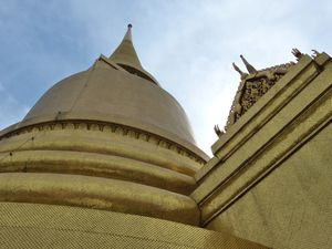temple Wat Phra Kaeo, les offrandes, Le Wat Arun