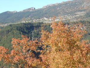 Le village de Penne le sec vu depuis la route d'Aucelon, puis celui d'Aucelon vu de dessous...pas de soucis on arrive mais gardons du temps pour admirer les trois Becs vu d'en face.