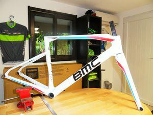 Le vélo livré par mon ami Alex de chez FitBike à Montélimar, il est démonté entièrement afin d'être envoyé en préparation peinture.