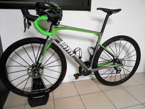 Le modèle avec lequel je roule en ce moment. Pile poil aux couleurs de mon vélo et mes tenues.