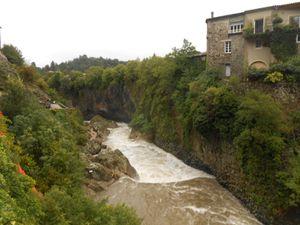 Le Lignon ce jour à 10h30 en aval du Pont du Chastelas, à comparer avec les photos prises le 15 septembre 2014