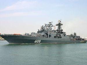 L' Admiral Panteleyev (image de haut), Le Pyotr Veliki (en bas à gauche) et L'Admiral Levchenko (en bas à droite
