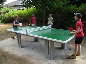 La table de ping pong du parc est votre disposition le blog de max 39 dany - Leclerc table de ping pong ...
