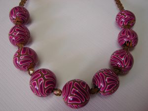 COLLIER BORDEAUX..............