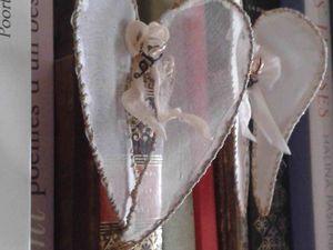 Petites ailes d'ange en tissus précieux et brodées à suspendre, accrocher, fixer au bord des verres, tasses et vases: des petits bijoux-bonheur pour la maison...