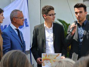 S. Exc. M. Hugues Moret (ambassadeur de France à Monaco), Adrien Marc et Christophe Mocquet (étudiant et professeur porteurs du projet) à Gênes le 12 juin 2013.