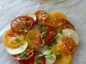 carpaccio de tomates, poire, cerfeuil, poivre des oiseaux, huile d'olive &quot&#x3B;so olive&quot&#x3B; et sel de maldon