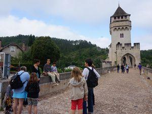Pont Valentré, Hôtel de Ville, Cathédrale Saint-Etienne et Monument Clément Marot sont admirés pendant cette visite.