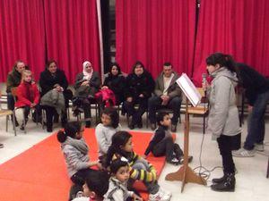 lectures de « SLAMS » de Noël par les élèves du cycle 3, fiers de présenter leurs créations devant leurs parents et amis