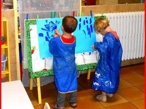 """Et la peinture """"avec pinceaux"""", qui nécessite quelques précautions....."""