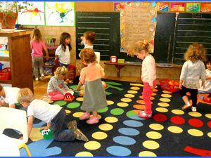 Puis  un petit moment de jeux, et un chant ou un jeu ( jeu de doigts, jeu de kim....) après le rangement.