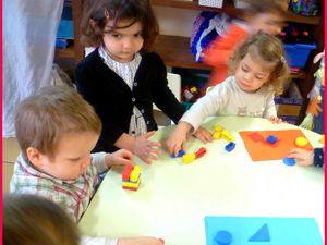Nous en profitons pour apprendre le nom des formes simples .