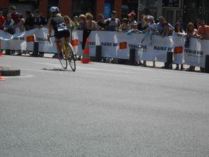 les épreuves commencent par la course cycliste