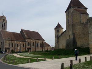 Les deux châteaux en question : à gauche Vaux-le-Vicomte, à droite Blandy-les-Tours