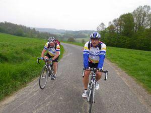Une belle et joyeuse équipe de cyclos