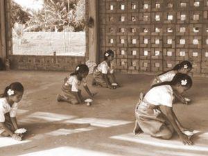 La Sala Robam prend vie avec les petites filles. Elles y dansent, elles y rêvent, là,  pour la première fois ...