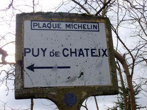 Vieille plaque Michelin, rare de nos jours. Il y a de nombreux chemins de randos par ici, on a le choix.