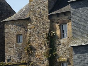 maisons à façade d'ardoise, pilotis, l'Elorn