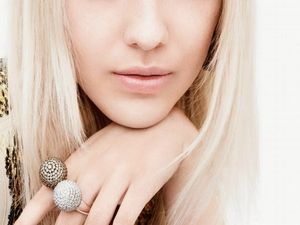 Town &amp&#x3B; Country : Dakota Fanning