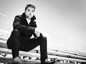 Robert Pattinson pour Esquire.