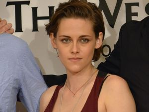 Equals &amp&#x3B; Camp-X-Ray : Kristen Stewart