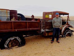 """""""Susie"""", l'un des camions qui transportait le matériel des mines de Diamant a fait son dernier tour de roue dans les dunes, à 100 km de Luderitz."""