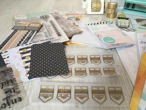 matériel : des tampons journaling, quelques décorations préalablement confectionnées, du masking tape, des cartes de project life ...