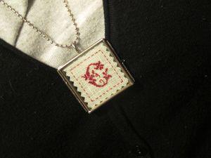 Initiale miniatre en pendentif...Boutons et charm's....