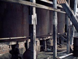 Autoclave et grandes cuves de stockage d'huile