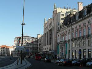 Place des Restaurateurs et Avenue de la Liberté