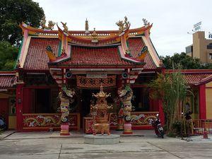 Rond Point de Surin, Temple Chinois, Mosquée, Eglise