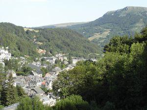 Sur la route, vue sur le Mont Dore