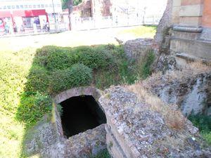 Porta Galliera, Piazza XX Settembre, Canal
