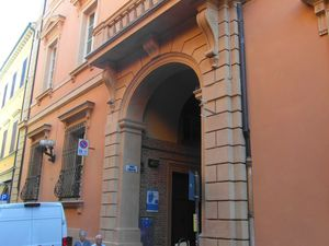 Vicolo Tubertini, Pallazo Tubertini et Via Oberdan