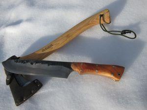 étui kydex, manche permettant une prise à l'avant et une à l'arrière.