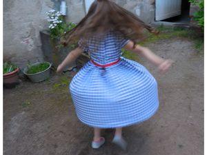 Une robe qui tourne et des boucles